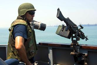 Американский моряк на борту эсминца USS Mason в Бахрейне