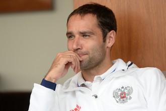 По официальной информации, экс-полузащитник сборной России Роман Широков пропустил ЧМ-2014 из-за рецидива старой травмы