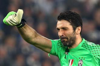 Вратарь сборной Италии Джанлуиджи Буффон сыграл тысячный матч в карьере