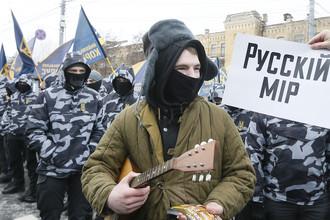 Украинские радикалы у посольства России в Киеве, 18 марта 2018 года
