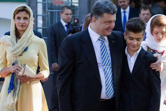 В Стамбул без охраны: Порошенко с семьей покинул Украину