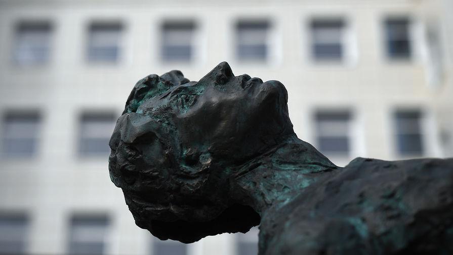 Памятник Сергею Есенину на территории Московского государственного музея Сергея Есенина в Москве