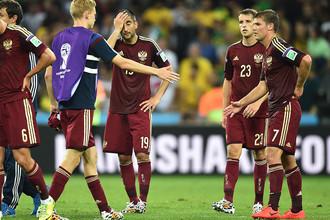 Игроки сборной России после матча группового этапа чемпионата мира по футболу 2014 Алжир- Россия