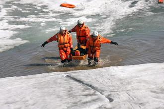 Показательное занятие МЧС по отработке действий по спасению людей, терпящих бедствие на льду