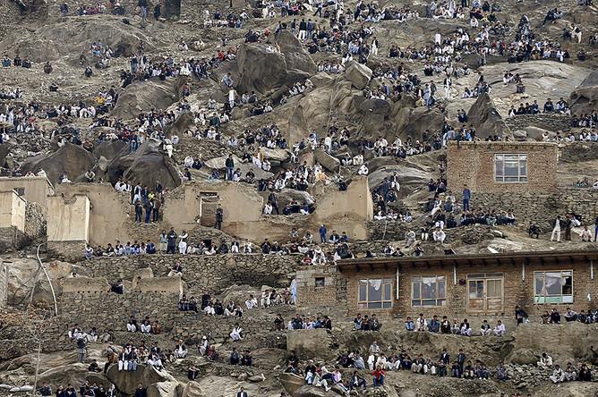 Жители Кабула собрались возле храма и празднуют афганский Новый год — Навруз