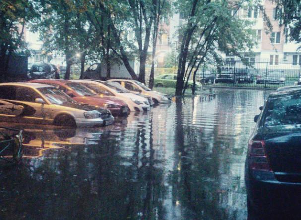 А как #сильно #затопило ваш #двор? #Москва #Гольяново #последождя