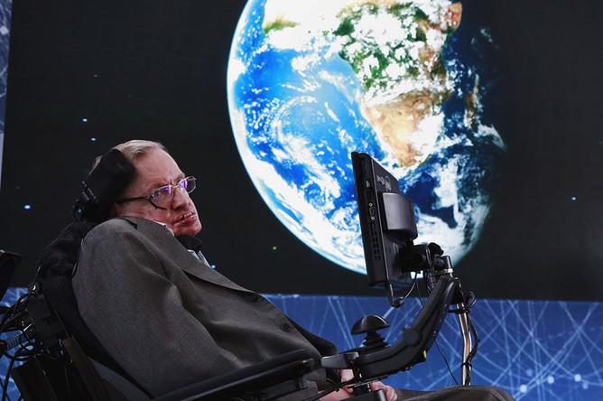 В апреле 2016 года Стивен Хокинг выступил соавтором проекта Breakthrough Starshot по отправке мини-аппаратов к звездной системе Альфа Центавра