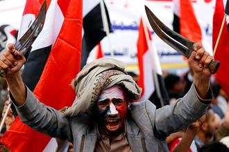 Сторонники экс-президента движения хуситов Йемена Али Абдалла Салех на митинге по случаю второй годовщины военного вмешательства Саудовской Аравии во главе коалиции в страну