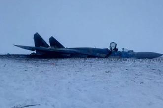 Белый снег, черный дым: появились фото разбившегося Су-27 ВВС Украины