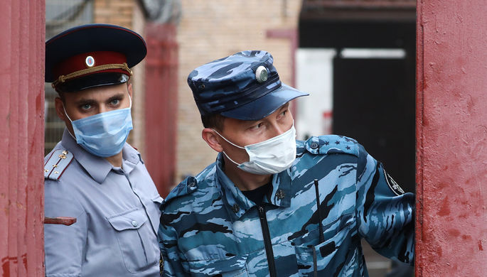 «Всем плевать»: как в тюрьмах реагируют на COVID-19