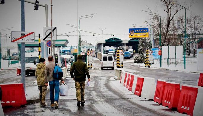Разворот на границе: украинцев в Польшу пускают все реже