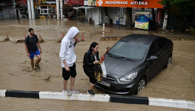 Закрытые пляжи, нерабочие дни: как Крым борется с последствиями наводнения