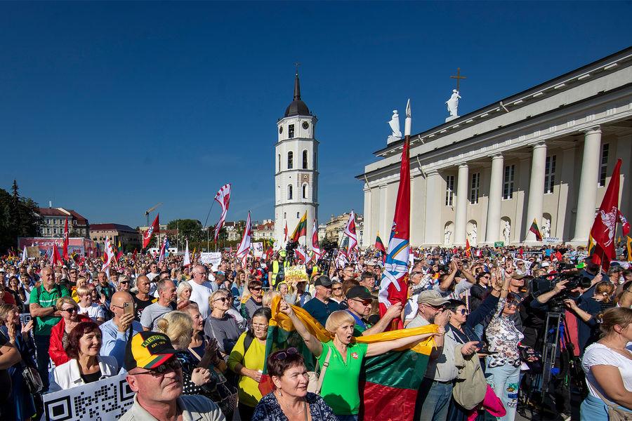 Тысячи литовцев вышли РЅР°РјРёС'РёРЅРі против РЎРѕСЂРѕСЃР° Рё «диктатуры коронавируса»