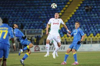 Дмитрий Тарасов играет головой