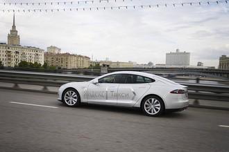 «За пределами Москвы зарядить Tesla почти невозможно»