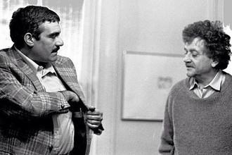 Писатели Сергей Довлатов и Курт Воннегут во время встречи в Нью-Йорке, 1982 год