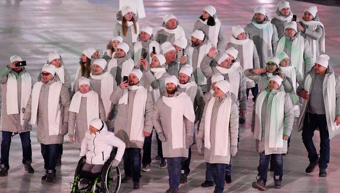 Российские спортсмены идут во время парада атлетов на церемонии открытия XII зимних Паралимпийских...