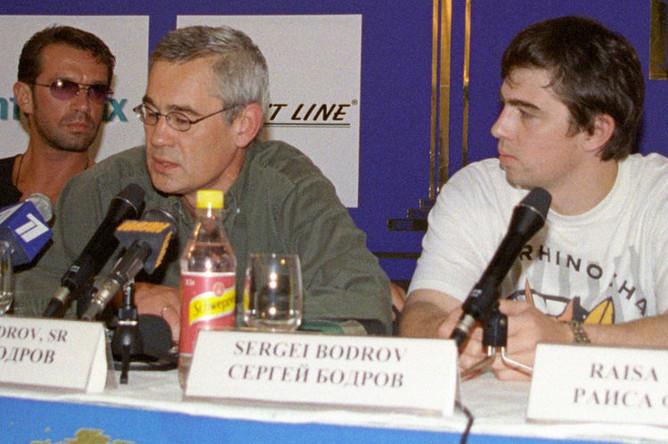 Сергей Бодров и Сергей Бодров-младший во время пресс-конференции съемочной группы фильма «Давай сделаем это по-быстрому» на Московском кинофестивале, 2001 год