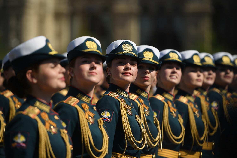 Сводный парадный расчет женщин-военнослужащих Министерства обороны России во время генеральной репетиции парада Победы, 7 мая 2019 года