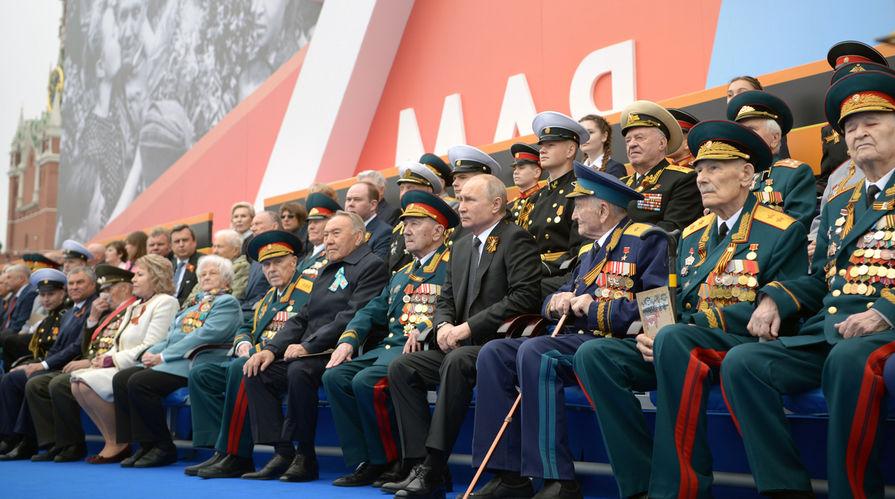 Президент России Владимир Путин перед началом военного парада Победы 9 мая 2019 года