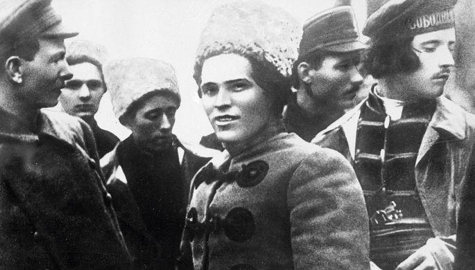 Нестор Иванович Махно (1888-1934) — революционер-анархист. Лидеры повстанцев в 1919 году (слева направо): С. Каретник, Н. Махно, Ф. Щусь