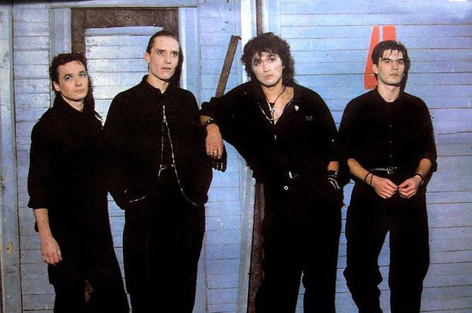 Всего группа «Кино» выпустила девять студийных альбомов – последним стал вышедший в 1990-м «Черный альбом»