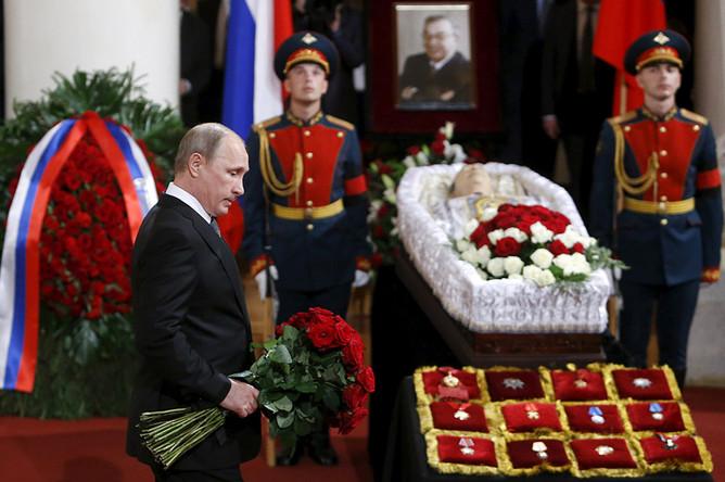 Владимир Путин во время церемонии прощания с политиком Евгением Примаковым в Колонном зале Дома союзов