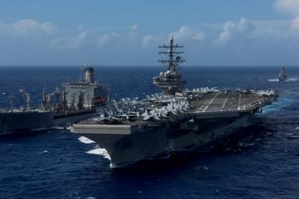 Американский авианосец USS Ronald Reagan около побережья Окинавы, 9 октября 2017 года