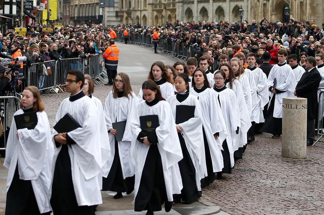 Церковный хор на похоронах Стивена Хокинга в Кембридже. Великобритания, 31 марта 2018 года