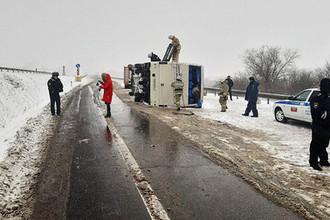 На месте опрокидывания автобуса в Воронежской области, 3 декабря 2019 года