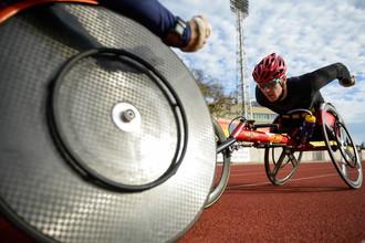 Алексей Быченок во время тренировки на сборах российской паралимпийской сборной