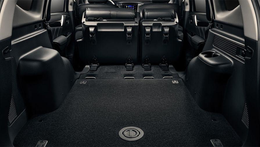 Объем багажника у Pajero Sport 673 литра, но если сложить задние сидения, то вместимость...