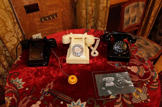 Телефонные аппараты, которыми пользовался Иосиф Сталин на ближней даче в Кунцево в Москве.
