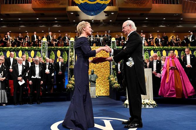 Лауреат Нобелевской премии по химии Фрэнсис Арнольд во время церемонии вручения Нобелевской премии, Стокгольм 10 декабря 2018 года