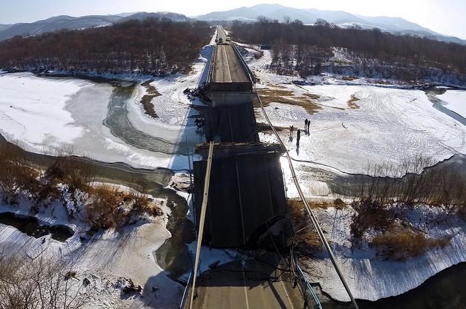 Обрушение моста на трассе Владивосток — Находка в Приморском крае