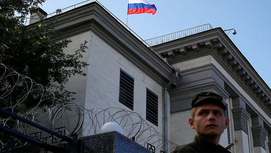 Ситуация у посольства России в Киеве, где проходит голосование россиян на выборах в Государственную думу РФ