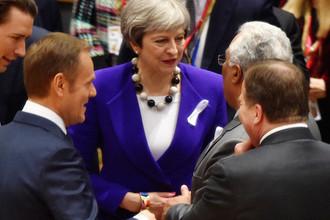 Премьер-министр Великобритании Тереза Мэй и португальский премьер Антониу Кошта во время саммита лидеров Евросоюза в Брюсселе, 22 марта 2018 года