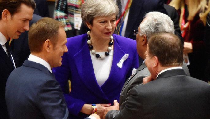 Премьер-министр Великобритании Тереза Мэй и португальский премьер Антониу Кошта во время саммита...