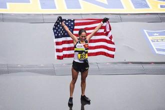 Победительница Бостонского марафона американка Дезире Линден