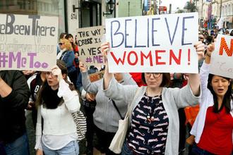 Участники акции протеста #MeToo против сексуальных домогательств. Лос-Анджелес, 2017 год