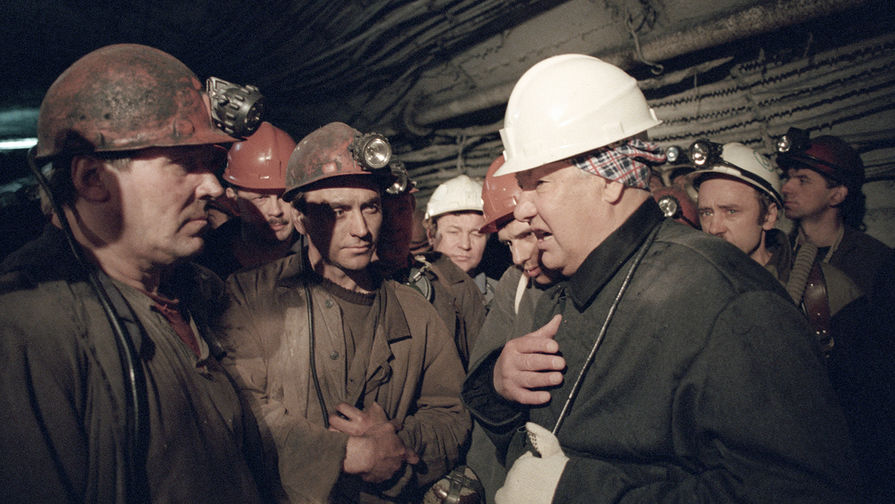 Президент России Борис Ельцин с шахтерами на шахте «Воркутинская», 24 мая 1996 года