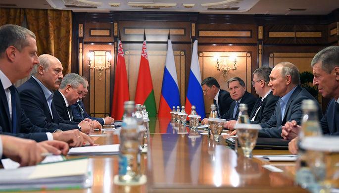 Президент России Владимир Путин и президент Белоруссии Александр Лукашенко во время встречи в Сочи, 7 февраля 2020 года