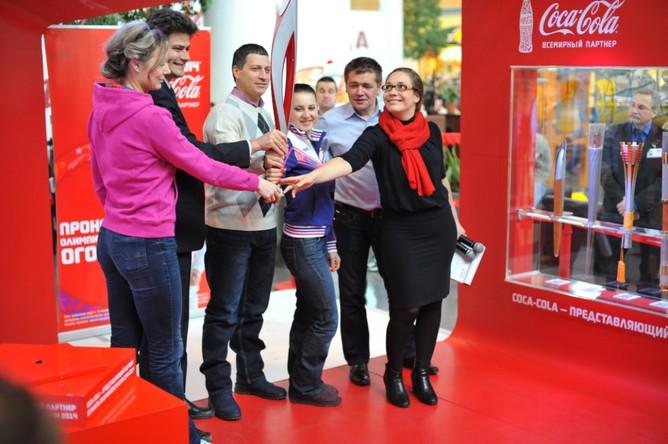 Увидеть факел «Сочи 2014» и подать заявку на участие в эстафетежители и гости Екатеринбурга могут на выставке компании Coca-Cola в России 23 и 24 марта 2013 года в торговом центре МЕГА