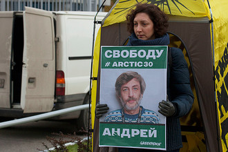Вероника Дмитриева на акции Greenpeace у здания «Газпрома»