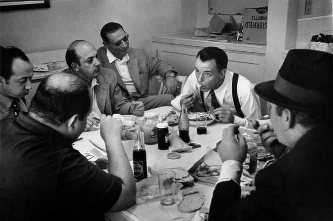 Фрэнк Синатра во время обеда, 1960-е