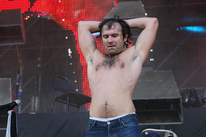 Святослав Вакарчук во время выступления на рок-фестивале под открытым небом «Нашествие-2010» в Тверской области