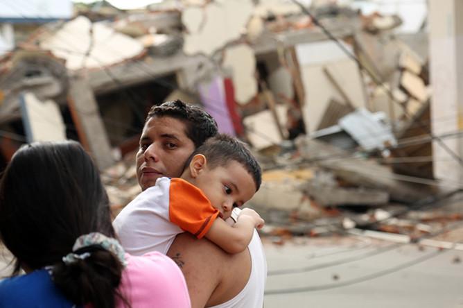 Разрушительное землетрясение магнитудой 7,8 произошло у берегов Эквадора