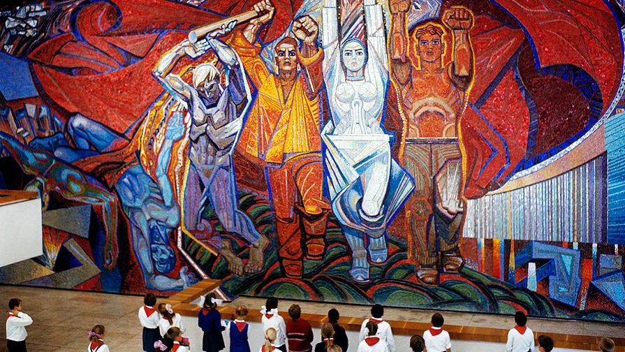 Мозаичное панно в центральном зале музея «Молодая гвардия» в Краснодоне, 1972 год