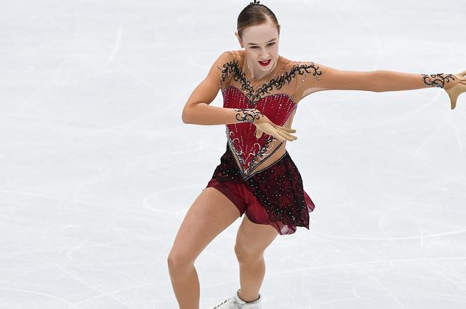 Анита Астлунд (Швеция) выступает в короткой программе женского одиночного катания на чемпионате Европы по фигурному катанию в Москве, 18 января 2018 года