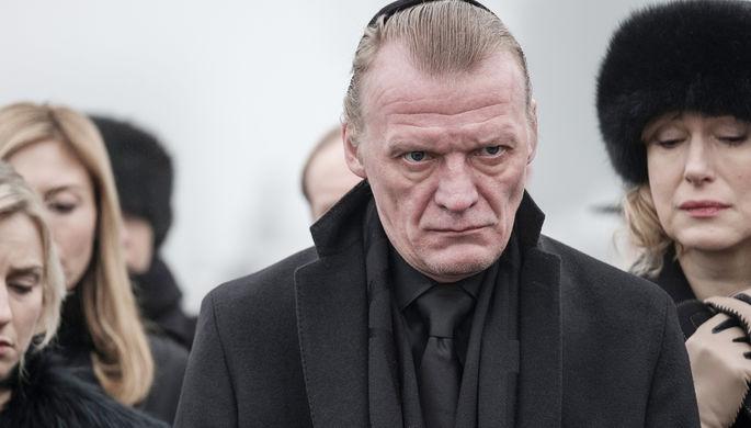 Алексей Серебряков в сериале «МакМафия» (2018)